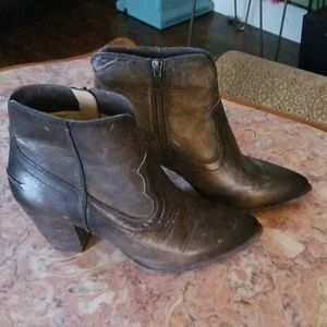 FRYE gray lether booties